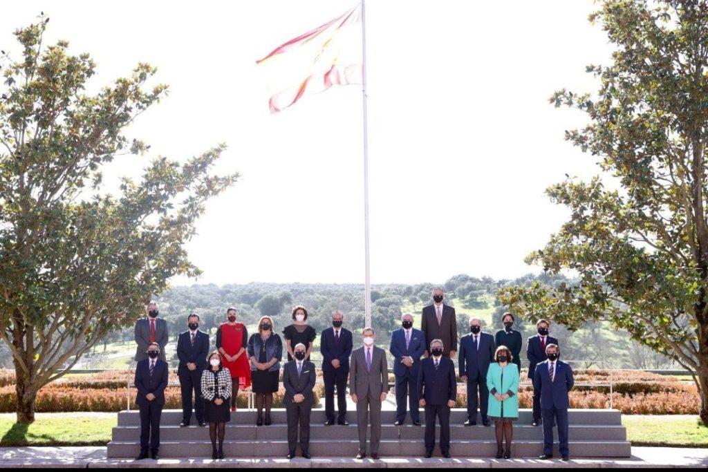 Foto de El Rey Felipe VI, recibe en audiencia a una representación
