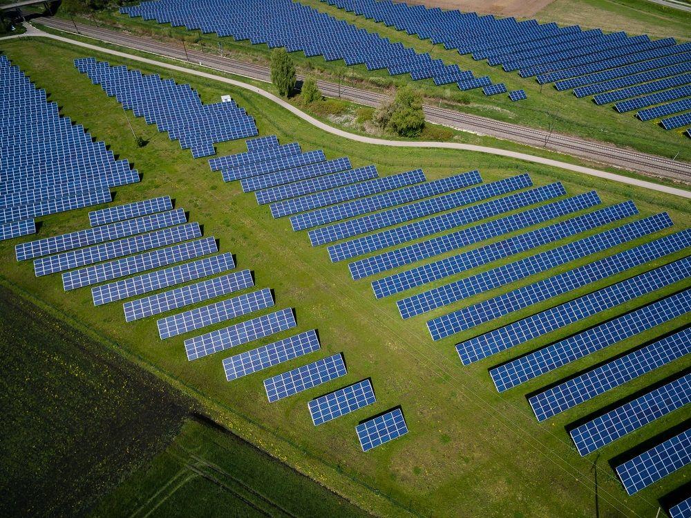 Foto de Planta fotovoltaica en terreno rural