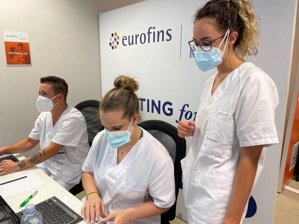 Foto de La OMS recomienda hacer test PCR a las personas vacunadas con
