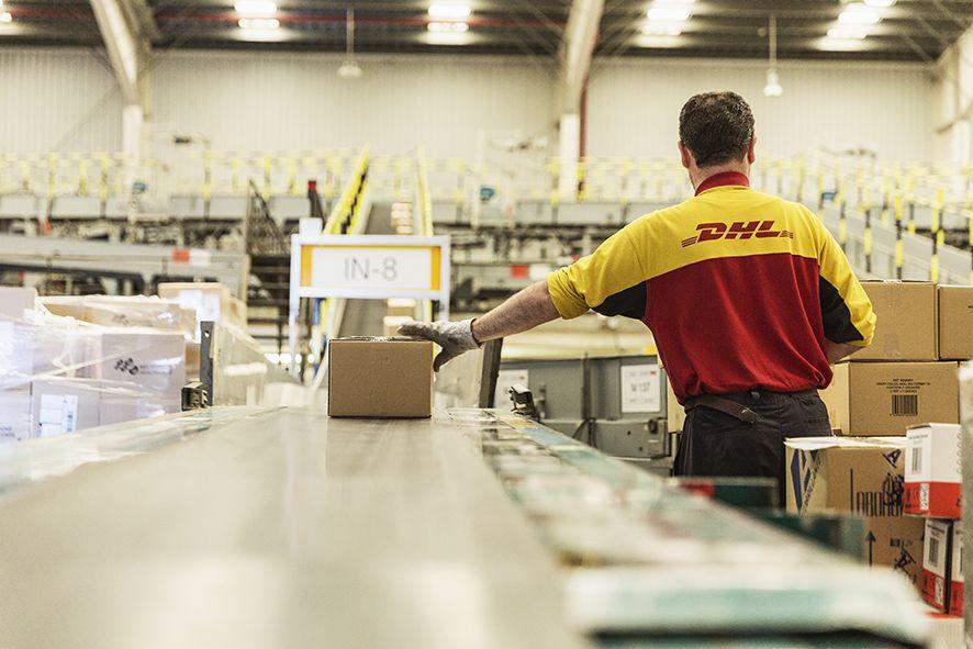 Foto de Cinta clasificadora de DHL Parcel