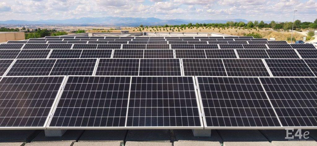 Foto de Paneles solares en colegio Miramadrid